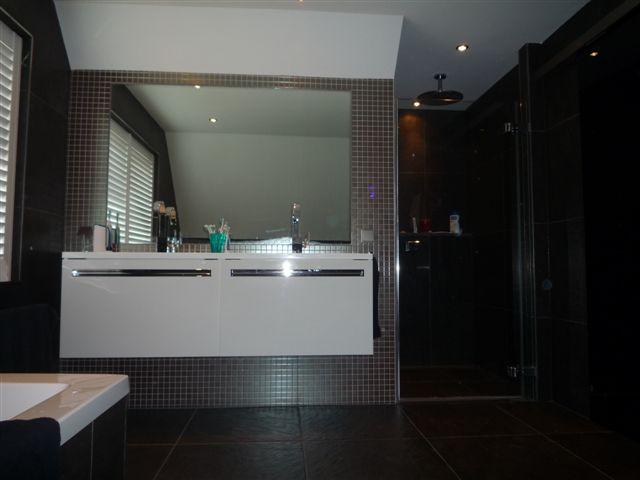 Twee badkamers